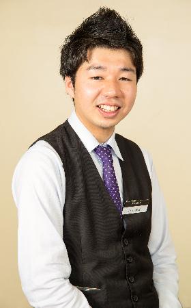 ホールスタッフ 小川 明さん(入社2年目)イメージ